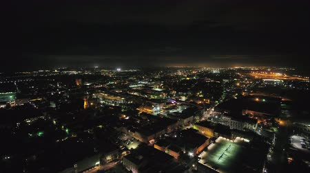 к юго западу : South Carolina Charleston Aerial v1 Birdseye night view of French Quarter 1017 Стоковые видеозаписи