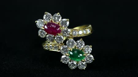 rubi : ruby and emerald ring