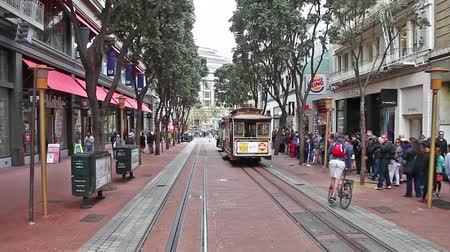 san francisco : San Francisco, California, United States - August 17, 2016: Cable Car, Powell-Manson lines, of San Francisco, starting its ride from Powell station, along Powell Street, passing by Burger King.