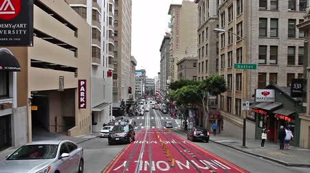 丸 : San Francisco, California, United States - August 17, 2016: Cable Car, Powell-Manson lines, of San Francisco, uphill Powell Street , passing by Maru Sushi restaurant and Academy of art University