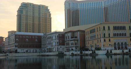 odrážející : Macau, China - December 9, 2016: panorama of artificial lake of The Venetian reflecting at sunset. The Venetian is a luxury hotel, resort, casino and shopping center in Macau twin of Las vegas.