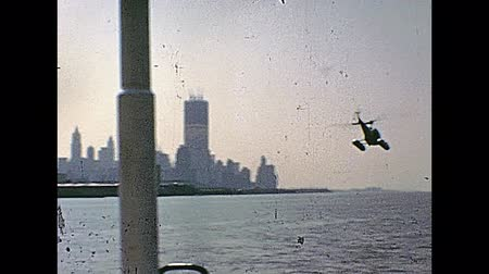 семидесятые годы : Vintage footage on 1970 about ground view of an helicopter panoramic flight in New York city in 70s, view from a boat on Hudson river. Twin Towers under construction on background. Стоковые видеозаписи
