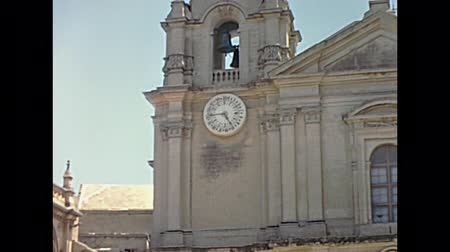 maltština : Historical restored footage of Malta from 1970: Ancient Mdina Cathedral Of St. Paul of 1700, main gate with clock towers. founded in the 12th century rebuilt between 1696 and 1705. Malta island. Dostupné videozáznamy