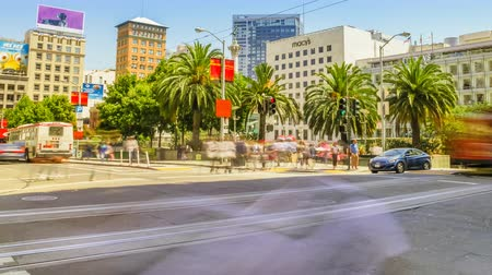 saray : San Francisco, California, United States - August 17, 2016: time lapse of Union Square in downtown San Francisco. Popular for shop fashion clothing and accessories. People, traffic and famous stores Stok Video