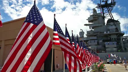 bandeira americana : American flags at Missouri Battleship Memorial in Pearl Harbor Honolulu Hawaii, Oahu island of United States. National historic patriotic landmark.