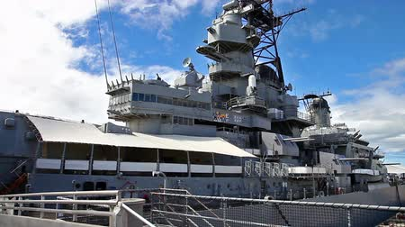 Оаху : HONOLULU, OAHU, HAWAII, UNITED STATES - AUGUST 21, 2016:Missouri Battleship Memorial in Pearl Harbor Honolulu Hawaii, Oahu island of United States. National historic patriotic landmark.
