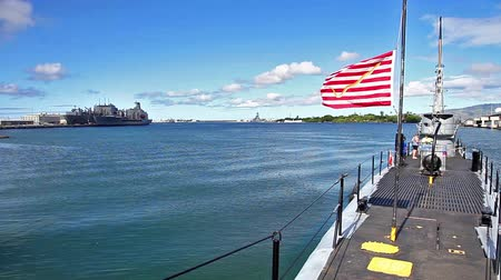 ss : HONOLULU, OAHU, HAWAII, USA - AUGUST 21, 2016: USS Bowfin Submarine SS-287 with American First Navy Jack flags at Pearl Harbor Honolulu Hawaii, United States. Open to public tours inside and outside. Stock Footage