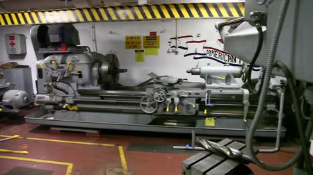 sierpien : HONOLULU, OAHU, HAWAII, USA - AUGUST 21, 2016: the workshop of Battleship Missouri at Pearl Harbor, a military Hawaiian port in Oahu island.