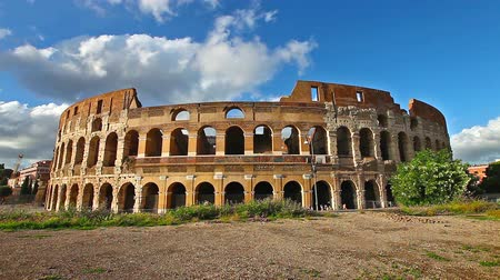 flavium : Sunset in real time of the coliseum with moving clouds, with no people, Flavian Amphitheatre, the largest amphitheater in the world and one of the symbols of Italy and Rome. Stock Footage