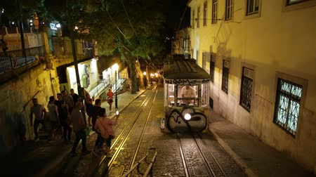 gloria : Lisbon, Portugal - August 24, 2017: Elevador da Gloria, the most famous funicular that connects the Restauradores Square to Bairro Alto,one of the viewpoints of Lisbon. Urban Lisbon cityscape by night Stock Footage