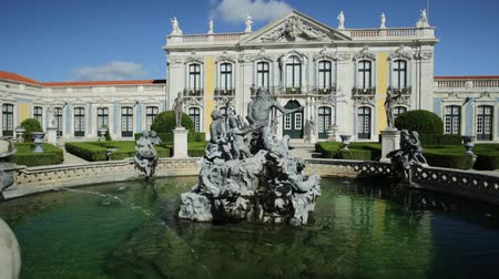 definição : Baroque facade of Queluz National Palace and Neptune Fountain in Sintra, Lisbon district. Defined as the Versailles of Portugal, the Royal Palace of Queluz was used as a fun place for the royal family