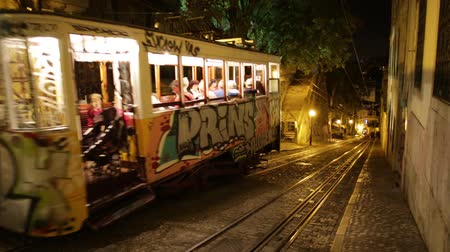 gloria : Lisbon, Portugal - August 24, 2017: night elevador da Gloria, famous funicular going down from the Restauradores Square to Bairro Alto viewpoints of Lisbon by night. Stock Footage