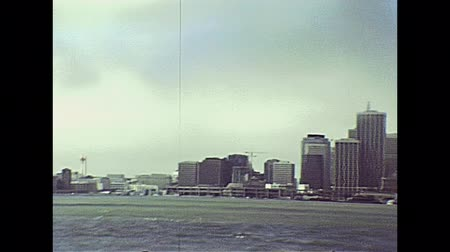 pyramida : Oakland Bay Bridge seen from Treasure Island with San Francisco skyline with Transamerica building and Coit tower of an archival footage in 1980s. San Francisco, California, United States in 1980.