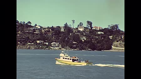 kuzey amerika : boat tour in San Francisco Bay: city skyline, bridges, Alcatraz Island and Sausalito residential area. Sea view from touristic boat tour. Archival San Francisco in California, United States in 1980.