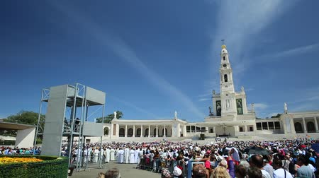 marian : Fatima, Portugal - August 15, 2017: square full of tourists in the Sanctuary of Fatima in Portugal for the 100th anniversary of the apparitions of the Virgin Mary. Stock Footage