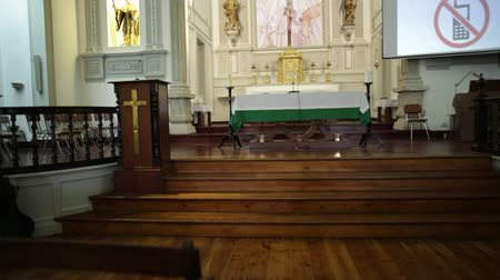 infante : Lagos, Portugal - August 19, 2017: interior of historic Santa Maria Church in the old town of Lagos, Algarve, in Infante Dom Henrique square. Central nave and altar. Stock Footage