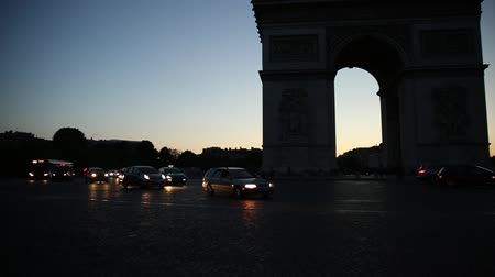 triumphal arch : Paris, France - July 2, 2017: Arch of triumph at twilight. Arc de Triomphe at end of Champs Elysees in Place Charles de Gaulle with cars and trails of lights. Popular landmark in Paris of France. Stock Footage
