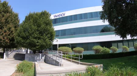 ústředí : Sunnyvale, California, United States - August 12, 2018: Yahoo Headquarters offices with Yahoo icon on top.