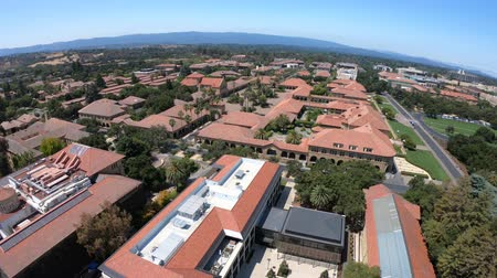 szilícium : Palo Alto, CA, United States - August 13, 2018: aerial view of Stanford University Main Quad and Memorial Church. The Campus seen from Hoover Tower Observatory. Silicon Valley, San Francisco Bay area.