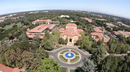 szilícium : Palo Alto, California, United States - August 13, 2018: aerial view panorama of the fountain and Memorial Auditorium of Stanford University Campus seen from Hoover Tower Observatory.