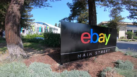 san jose ca : San Jose, California, USA - August 12, 2018: sign of eBays headquarters in San Jose Main street, Silicon Valley, California. eBay Inc. is a multinational company, leader in e-commerce Stock Footage