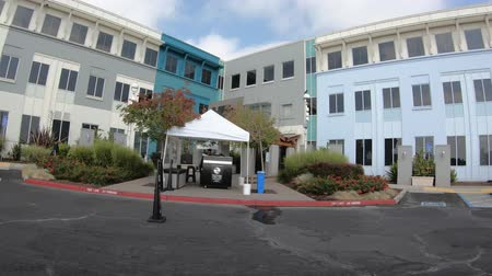 inc : Menlo Park, California, United States - August 13, 2018: parking for employees in front of the colorful buildings of Facebook Headquarters Campus in Silicon Valley, San Francisco bay area. Stock Footage