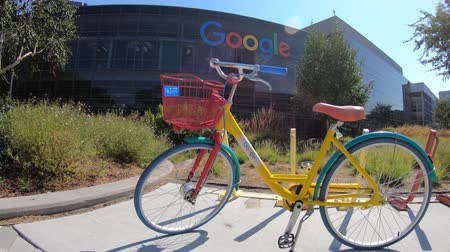 szilícium : Mountain View, CA, United States - August 13, 2018:colorful bike for Google employees to move in Googleplex Headquarters. Google is an American technology company that specializes in Internet services Stock mozgókép