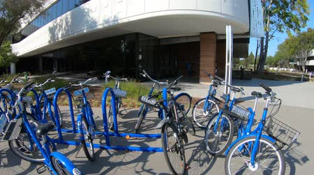 forrado : Mountain View, California, United States - August 13, 2018: Linkedin Campus Bike Parking with employes bikes lined up in Silicon Valley. Linkedin Corp HQ connects the worlds professionals. Vídeos