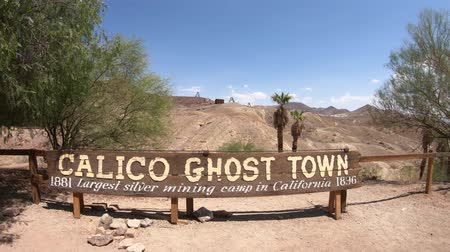 mines : Calico, California, United States - August 15, 2018: Calico Ghost Town sign: historic mining town in southern California and Mojave desert, founded in 1881 near a rich silver mine. Stock Footage
