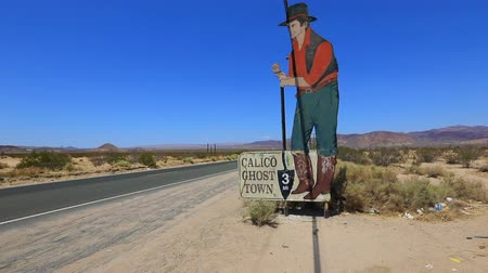 mines : Calico, California, United States - August 15, 2018: sign of old miner at Calico Ghost Town entrance in San Bernardino County, southern California, located in Calico Mountains area and Mojave desert. Stock Footage