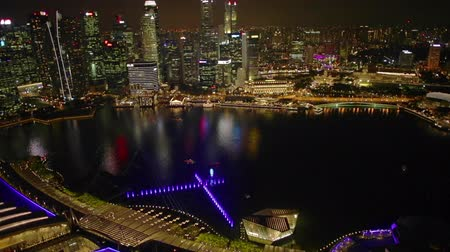 skypark : Singapore - May 3, 2018: Aerial time lapse of Singapore marina with financial district skyscrapers at night in the harbor. Rooftop above Singapore skyline. Night laser show.