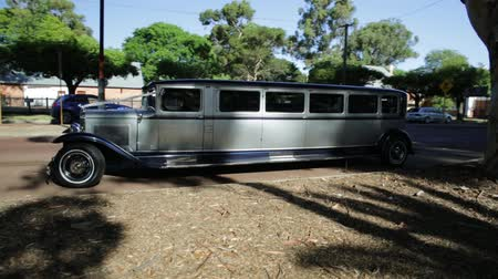 limuzína : Guildford, Swan Valley, West Australia - December 2017: side view of 1930s Ford Limousine. Stretch limo Model A used for wedding services, made in the United States and carrying 12 passengers. Dostupné videozáznamy