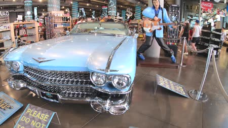 kabriolet : Los Angeles, California, United States of America - August 6, 2018: Cadillac Eldorado and Elvis Presley in Hollywood store. Classic car with long rear fins and bullet shaped tail lights of 1960s.