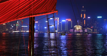 симфония : Hong Kong, China - December 1, 2016: 4K panorama skyline with Aqua Luna red-sail junk boat from Tsim Sha Tsui in Kowloon. landmarks Central Plaza and Hong Kong Convention Exhibition Centre at night.