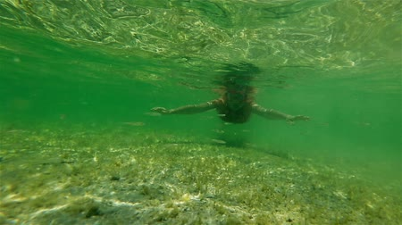 šnorchl : Female apnea bikini swims in crystal sea. Underwater background of a woman snorkeling and doing skin diving. Watersport activity in natural pool of Little Lagoon in Shark Bay Denham Western Australia. Dostupné videozáznamy
