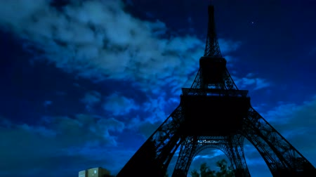 aydınlatmalı : TIME LAPSE: full moon shining of backlit Tour Eiffel at night. Paris in France. Stok Video