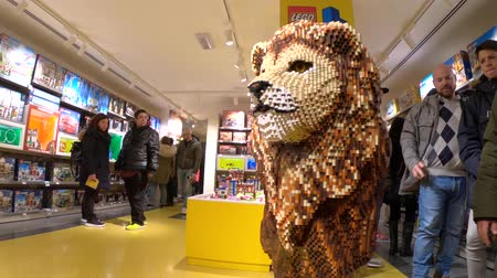 bolognai : BOLOGNA, ITALY- DECEMBER 6, 2018: toy store of Bologna, Lego bricks. In Via Indipendenza street of Bologna city downtown. King Lion big statue.