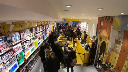 bologna : BOLOGNA, ITALY- DECEMBER 6, 2018: ground floor interior of the famous toy store of Bologna, Lego bricks. In Via Indipendenza street, after the recent inauguration. Stock Footage