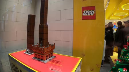 italia : BOLOGNA, ITALY- DECEMBER 6, 2018: construction model in Lego blocks of the Famous the Due Torri towers of Bologna. In Lego store of Via Indipendenza street. Stock Footage