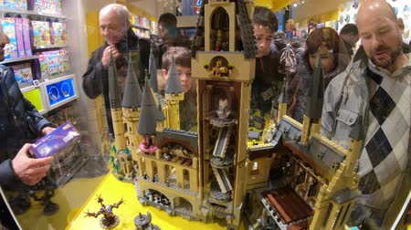 hrnčíř : BOLOGNA, ITALY- DECEMBER 6, 2018: interior of the toy store of Bologna of Lego bricks. Located in Via Indipendenza street. Harry Potter Hogwarts Castle close up in Lego blocks.