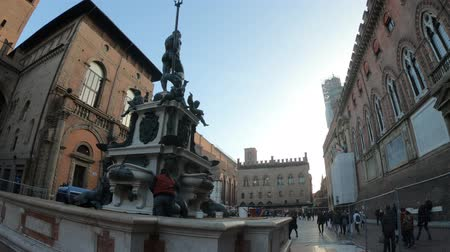 中世の : Bologna, Italy - December 7, 2018: new restauration and cleaning of Nettuno 1567 bronze statue and fountain in front of Accursio palace, built in 1290, in Piazza Maggiore square.