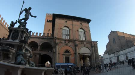 turistická atrakce : Bologna, Italy - December 7, 2018: Neptune 1500s bronze statue and fountain with San Petronio gothic basilica and cathedral, built between the 1400s and 1600s, in Piazza Maggiore central square.