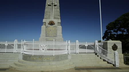 australian landscape : Perth, Australia - Jan 3, 2018: Cenotaph of Kings Park at State War Memorial on Mount Eliza. Kings Park is a large park in Perth by Western Australian Botanic Garden.Vertical pan. Stock Footage