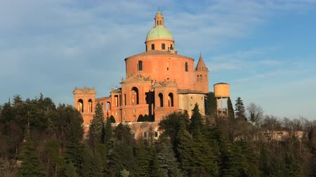 madona : Scenic landscape of Sanctuary of Blessed Virgin of San Luca on Colle della Guardia in Bologna. Sunset light, blue sky. Historical church and pilgrimage destination in Emilia-Romagna, Italy. Copy space Dostupné videozáznamy