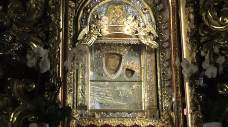 věrný : Bologna, Italy - January 12, 2018: closeup of Madonna with child icon, popular devotion of faithful and pilgrims. Inside Sanctuary of Madonna of San Luca, a basilica dedicated to Marian Catholic cult.