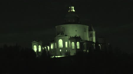 bem aventurança : infrared close up of Sanctuary of Blessed Virgin of San Luca on Colle della Guardia in Bologna by night. Historical church and pilgrimage destination in Emilia region of Italy. Famous landmark
