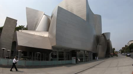 chorale : Los Angeles, Californie, États-Unis - 9 août 2018: architecture futuriste de Walt Disney Concert Hall, par Frank Gehry, domicile de Los Angeles Philharmonic Orchestra and Choir. Vidéos Libres De Droits