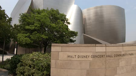 concertgebouw : Los Angeles, California, United States - August 9, 2018: futuristic structure of Walt Disney Concert Hall designed by Frank Gehry. Iconic architecture on Grand Avenue, Bunker Hill, Downtown of LA.