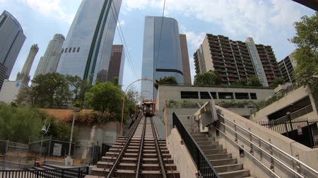 бункер : Los Angeles, California, United States - August 9, 2018: Angels Flight, view from lower end, is a funicular railway in Hill Street, Bunker Hill of LA Downtown. Los Angeles Historic-Cultural Monument. Стоковые видеозаписи