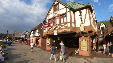 danimarka : Solvang, California, United States - August 10, 2018: traditional Danish village Solvang famous for its European architecture in California.Historic downtown in Santa Ynez Valley, Santa Barbara County Stok Video